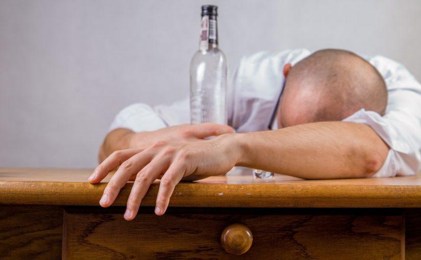Bei  Alkoholabhängigkeit droht der Entzug der Fahrerlaubnis